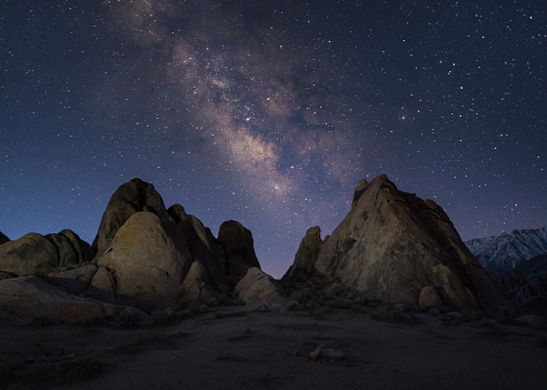 California「Milky way over the Alabama Hills in Death Valley, California, USA」:スマホ壁紙(14)