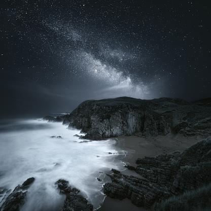 星空「Milky Way over coastline, Donegal Ireland」:スマホ壁紙(11)