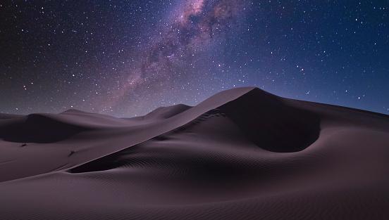 Starry sky「Milky way over desert」:スマホ壁紙(19)