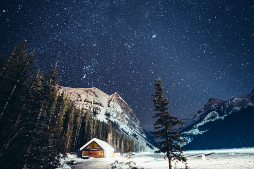 Hiking「Milky way over Lake Louise in Banff National Park Winter」:スマホ壁紙(4)
