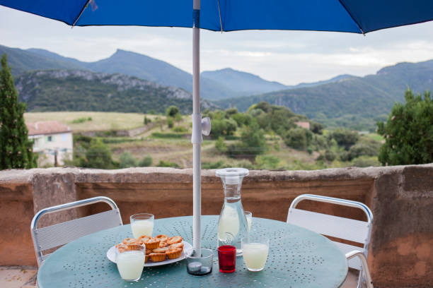 Food and drinks on balcony table over rural landscape:スマホ壁紙(壁紙.com)