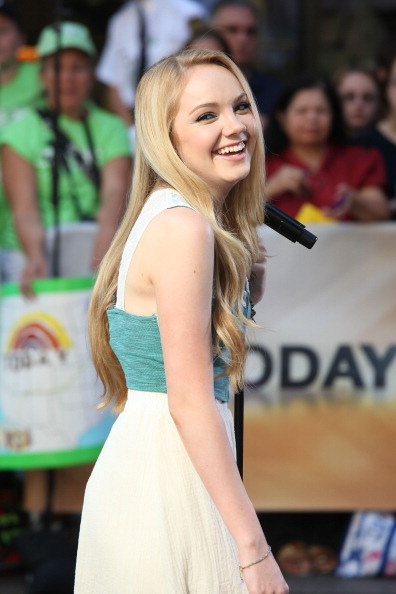"Focus On Foreground「Danielle Bradbery Performs Live On NBC ""Today""」:写真・画像(3)[壁紙.com]"