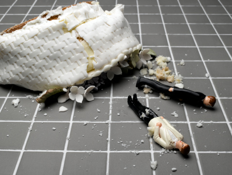 Female Likeness「Two groom figurines lying at destroyed wedding cake on tiled floor」:スマホ壁紙(2)