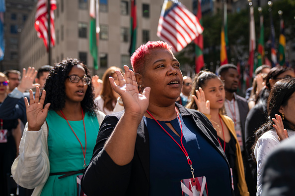 Ceremony「Naturalization Ceremony Held For 50 New Citizens At Rockefeller Center In NYC」:写真・画像(3)[壁紙.com]