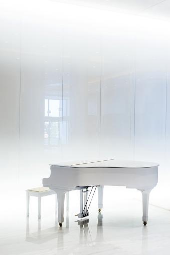 Closed「Grand white piano in white interior, Greece」:スマホ壁紙(11)