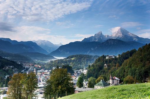 Built Structure「Blick auf Berchtesgaden mit Watzmann und Nebel auf dem Königssee」:スマホ壁紙(0)