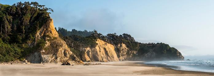 Arcadia Beach「Scenic cliffs are found near Hug Point on the Oregon Coast in Tolovana Park」:スマホ壁紙(2)
