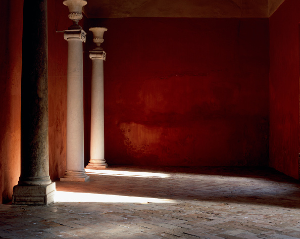 Tiled Floor「Pillars by painted wall with tile flooring」:写真・画像(17)[壁紙.com]