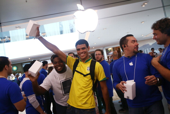 Sports Uniform「First Apple Store In South America Opens In Rio de Janeiro」:写真・画像(19)[壁紙.com]