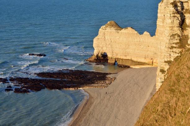France, Upper Normandy, near Etretat, Natural arch Porte d'Amaont:スマホ壁紙(壁紙.com)