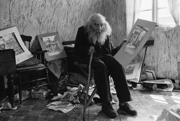 座る「Nissen Hut Dweller」:写真・画像(11)[壁紙.com]