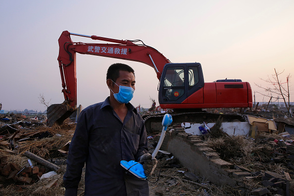Desk Lamp「Death Toll Rises Following Tornado And Severe Storms In Eastern China」:写真・画像(17)[壁紙.com]