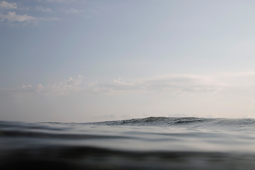 Seascape「Dark swell of ocean surface」:スマホ壁紙(14)