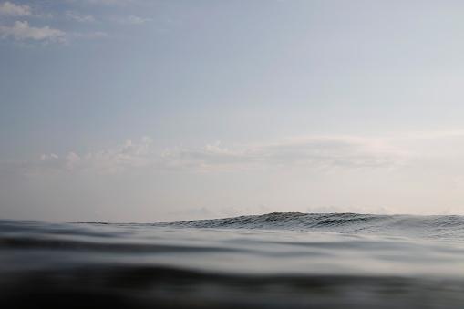 Ethereal「Dark swell of ocean surface」:スマホ壁紙(17)