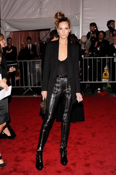 "Black Color「""The Model As Muse: Embodying Fashion"" Costume Institute Gala - Arrivals」:写真・画像(16)[壁紙.com]"