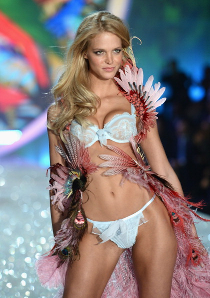 Erin Heatherton「2013 Victoria's Secret Fashion Show - Show」:写真・画像(12)[壁紙.com]