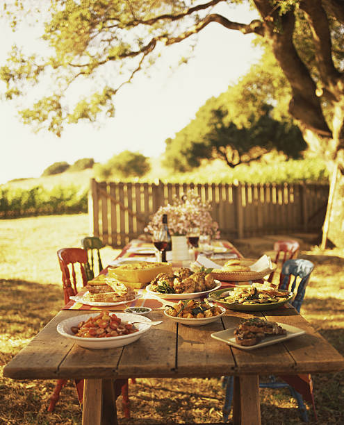 Outdoor Dining Table:スマホ壁紙(壁紙.com)