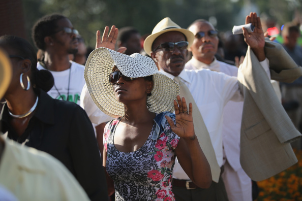 Scott Olson「Funeral Held For Teen Shot To Death By Police In Ferguson, MO」:写真・画像(16)[壁紙.com]