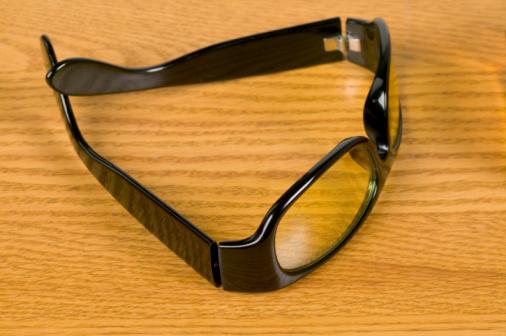 Horn Rimmed Glasses「Horn-rimmed glasses on table」:スマホ壁紙(15)