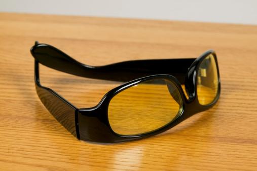 Horn Rimmed Glasses「Horn-rimmed glasses on table」:スマホ壁紙(14)