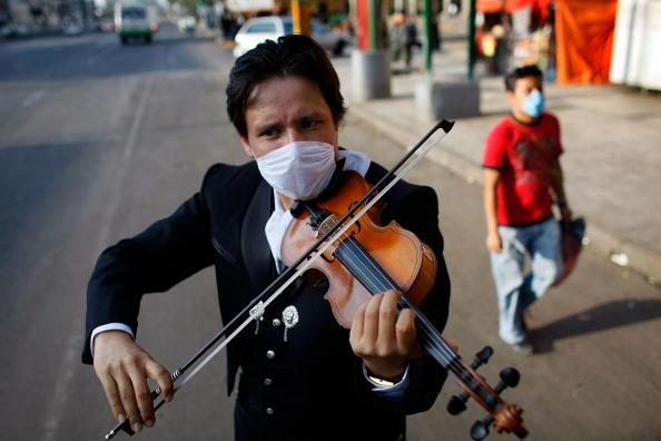 Violin「Swine Flu Fears Spread Throughout Mexico」:写真・画像(6)[壁紙.com]
