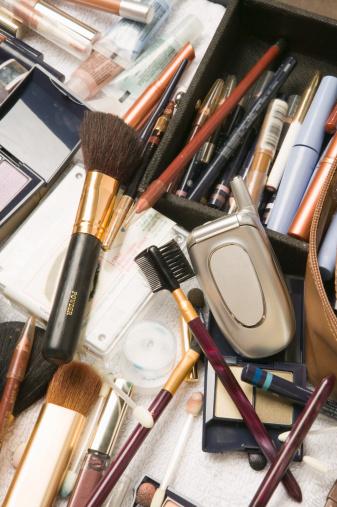 Eyeliner「Mobile phone in make-up case」:スマホ壁紙(11)