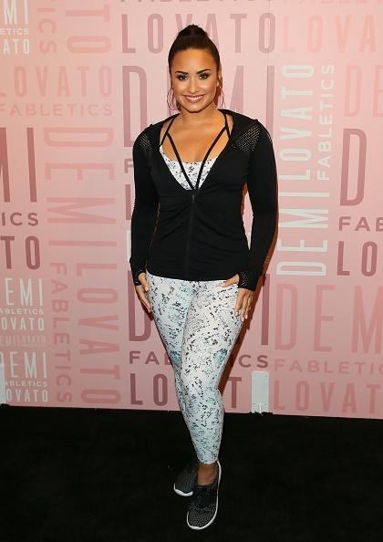 Visit「Demi Lovato Visits Fabletics At Del Amo Fashion Center - Arrivals」:写真・画像(4)[壁紙.com]