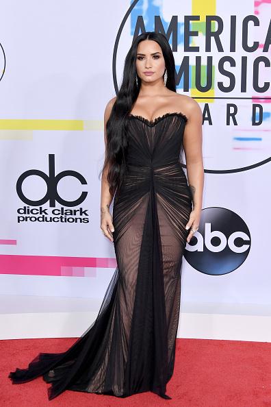 アメリカン・ミュージック・アワード「2017 American Music Awards - Arrivals」:写真・画像(1)[壁紙.com]
