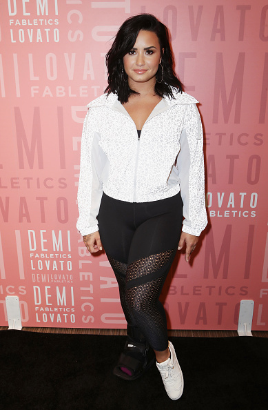 デミ・ロヴァート「Demi Lovato visits Fabletics at The Village at Westfield Topanga」:写真・画像(4)[壁紙.com]