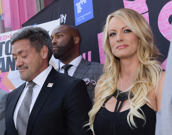 West Hollywood「Stormy Daniels Receives A City Proclamation And Key To The City Of West Hollywood」:写真・画像(9)[壁紙.com]