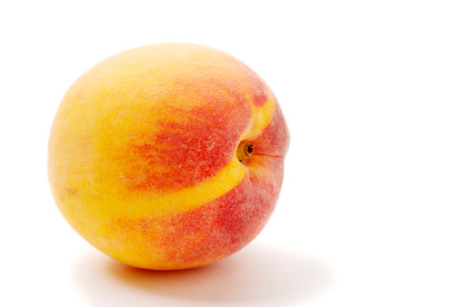 Peach「シングル完熟ピーチアゲインストシンプルなホワイトの背景に」:スマホ壁紙(19)