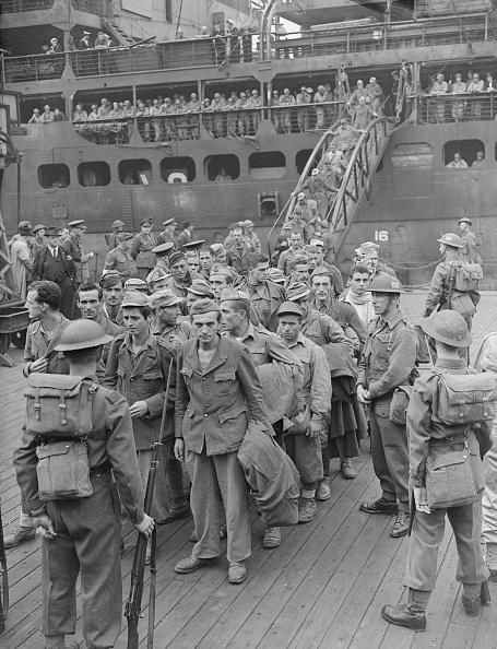 Disembarking「Sicilian Prisoners」:写真・画像(3)[壁紙.com]
