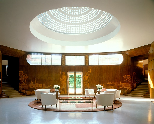 Palace「Entrance hall of Eltham Palace, London, 2003」:写真・画像(7)[壁紙.com]