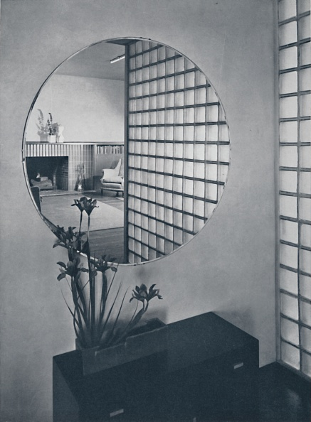 Dresser「Entrance Hall In The House Of Dr And Mrs James B Graeser In Oakland」:写真・画像(4)[壁紙.com]