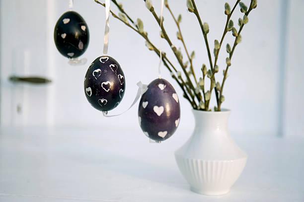 Easter eggs prepared with wax technique:スマホ壁紙(壁紙.com)