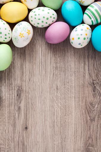Easter「Easter Eggs on Wooden Background」:スマホ壁紙(15)