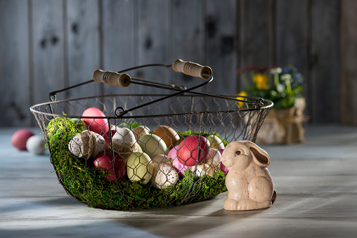 Easter Bunny「Easter eggs in wire basket with Easter bunny in the foreground」:スマホ壁紙(16)