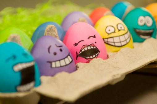 イースター「Easter eggs with faces」:スマホ壁紙(1)