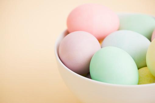 イースター「Easter eggs in bowl」:スマホ壁紙(18)