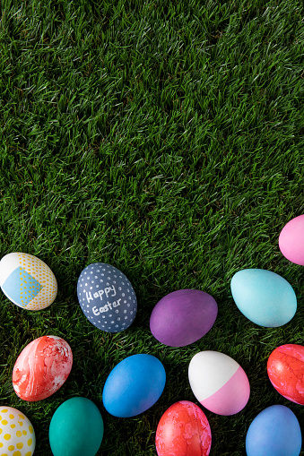 Easter Basket「Easter Eggs on Green Grass Background」:スマホ壁紙(9)