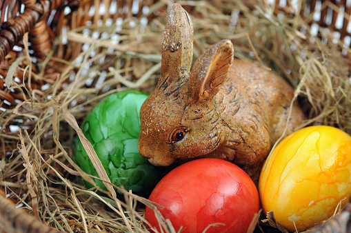 Easter Bunny「easter eggs with bunny in brown basket」:スマホ壁紙(11)