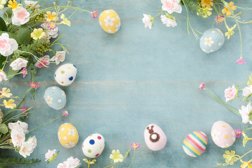 Easter「Easter Eggs and Flowers on a Rustic Blue Wood Background」:スマホ壁紙(16)