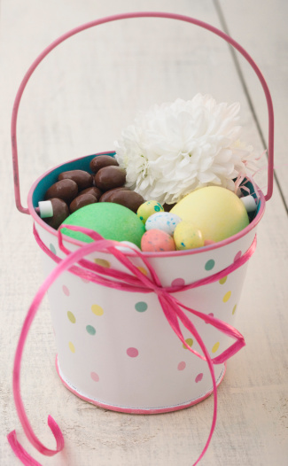 Easter Basket「Easter eggs and chocolate in a pot」:スマホ壁紙(6)