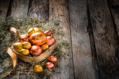 Easter Basket「Easter eggs in a basket on rustic wooden table. Copy space」:スマホ壁紙(10)