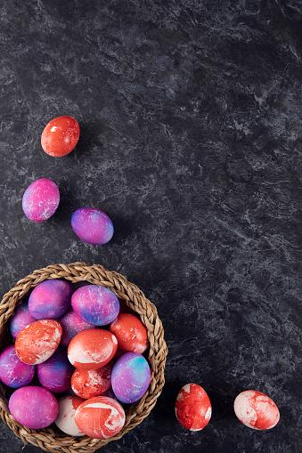 Easter Basket「Easter Eggs in a Basket on Dark Wooden Background」:スマホ壁紙(14)