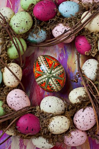 ウズラの卵「Easter eggs with wreath」:スマホ壁紙(2)