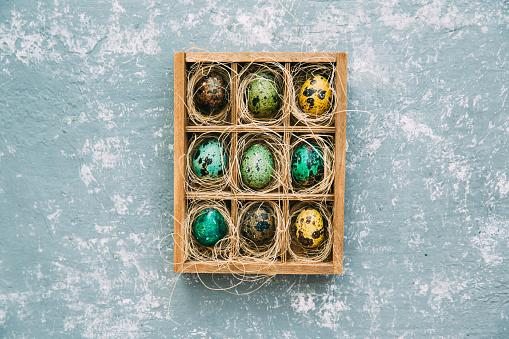イースター「Easter eggs in a wooden box」:スマホ壁紙(18)