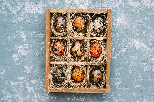 イースター「Easter eggs in a wooden box」:スマホ壁紙(17)