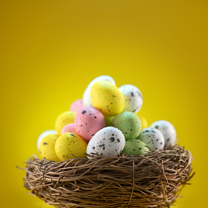 Easter Basket「Easter eggs in a nest on yellow background」:スマホ壁紙(8)