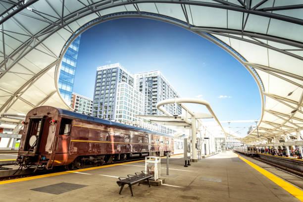 Old railcar at Denver Union station:スマホ壁紙(壁紙.com)
